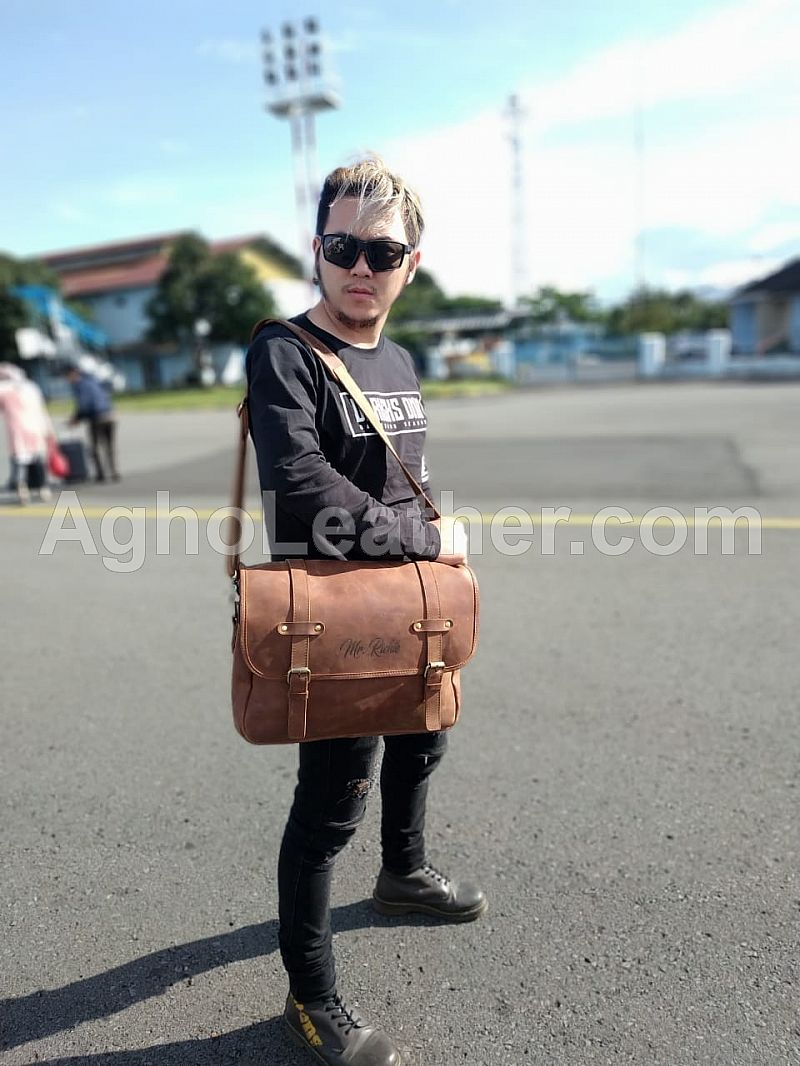 Mesengger Bag the Riche Agho leather